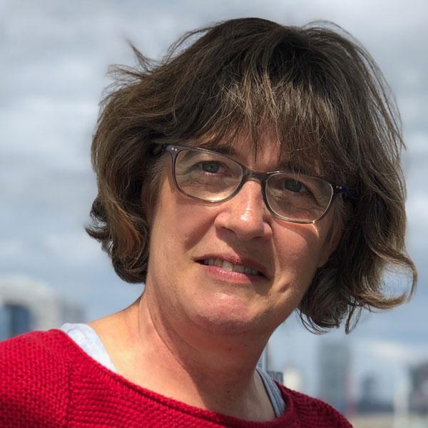 Dr Roslyn Muirhead